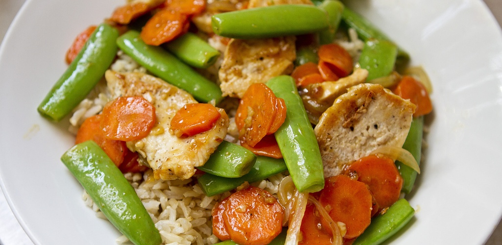 Chicken Stir Fry with Sugar Snap Peas and Carrots