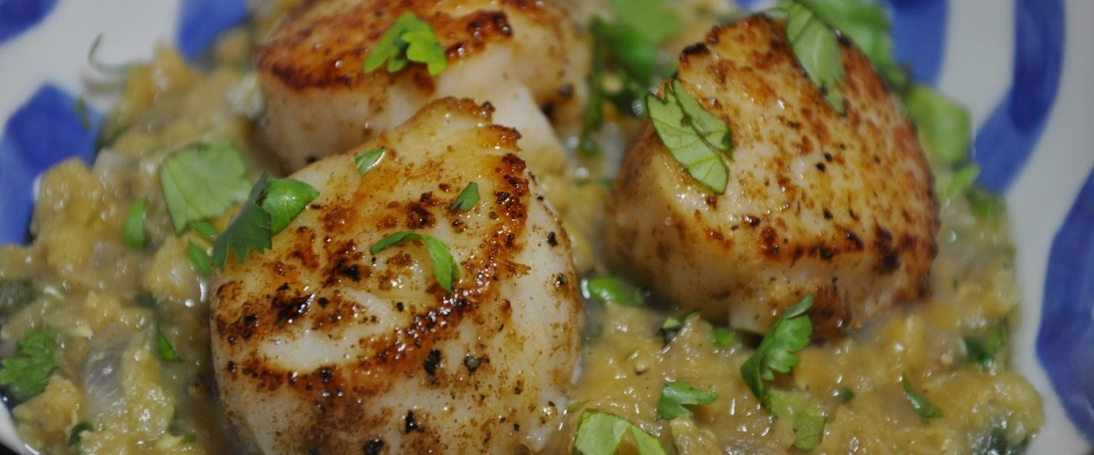 Moroccan-Spiced Scallops with Lentils