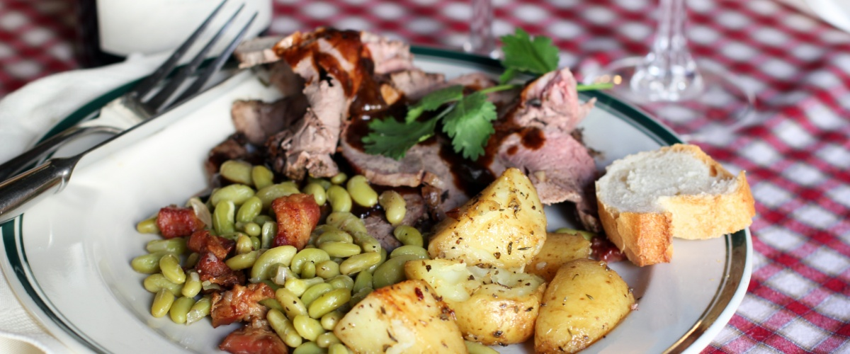 Leg of lamb with Flageolet Beans